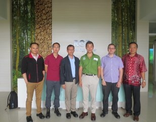 THE TEAM FROM NUS AND SIIA WITH ANDERSON TANOTO AT RGE'S RESEARCH AND TECHNOLOGY CENTER IN RIAU PROVINCE.